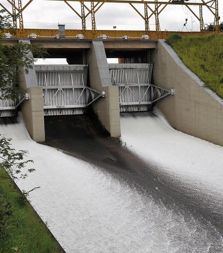 Comportas da Barragem do Lago Paranoá são abertas