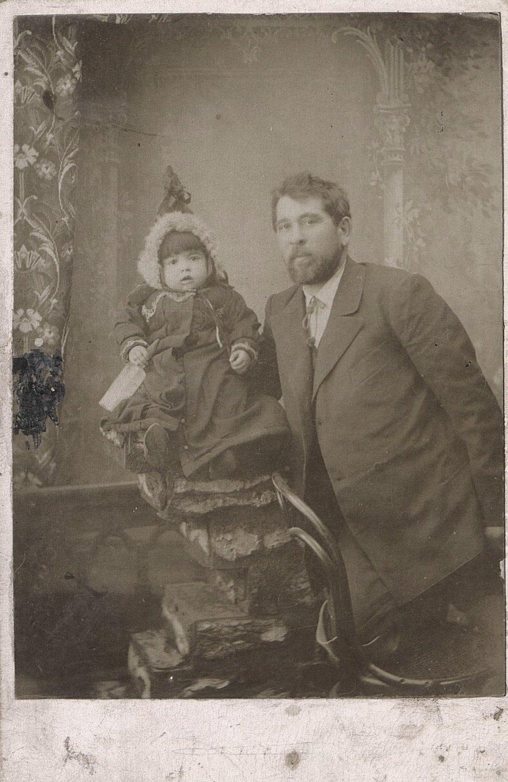 04. Лазовский И.А. с племянницей Федосией. 1 октября 1902
