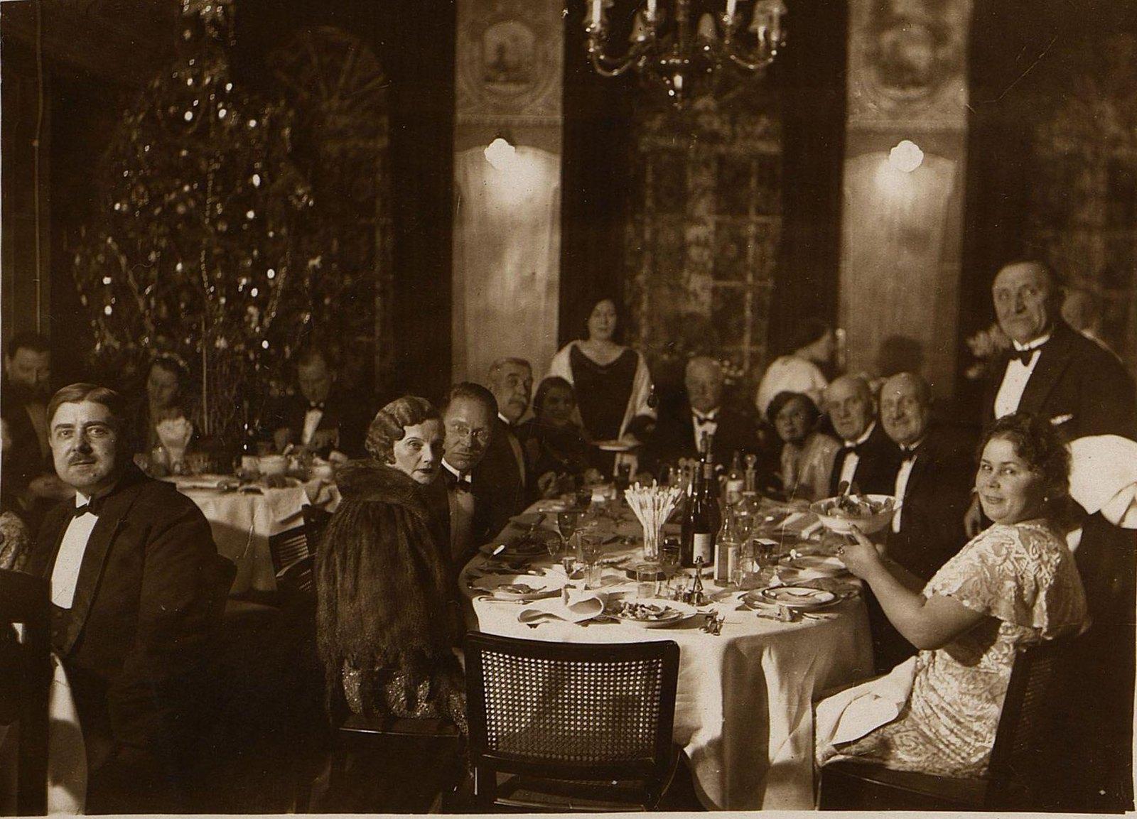 1933. Встреча Нового года у консула Чехословакии г-на Гойни. Харбин