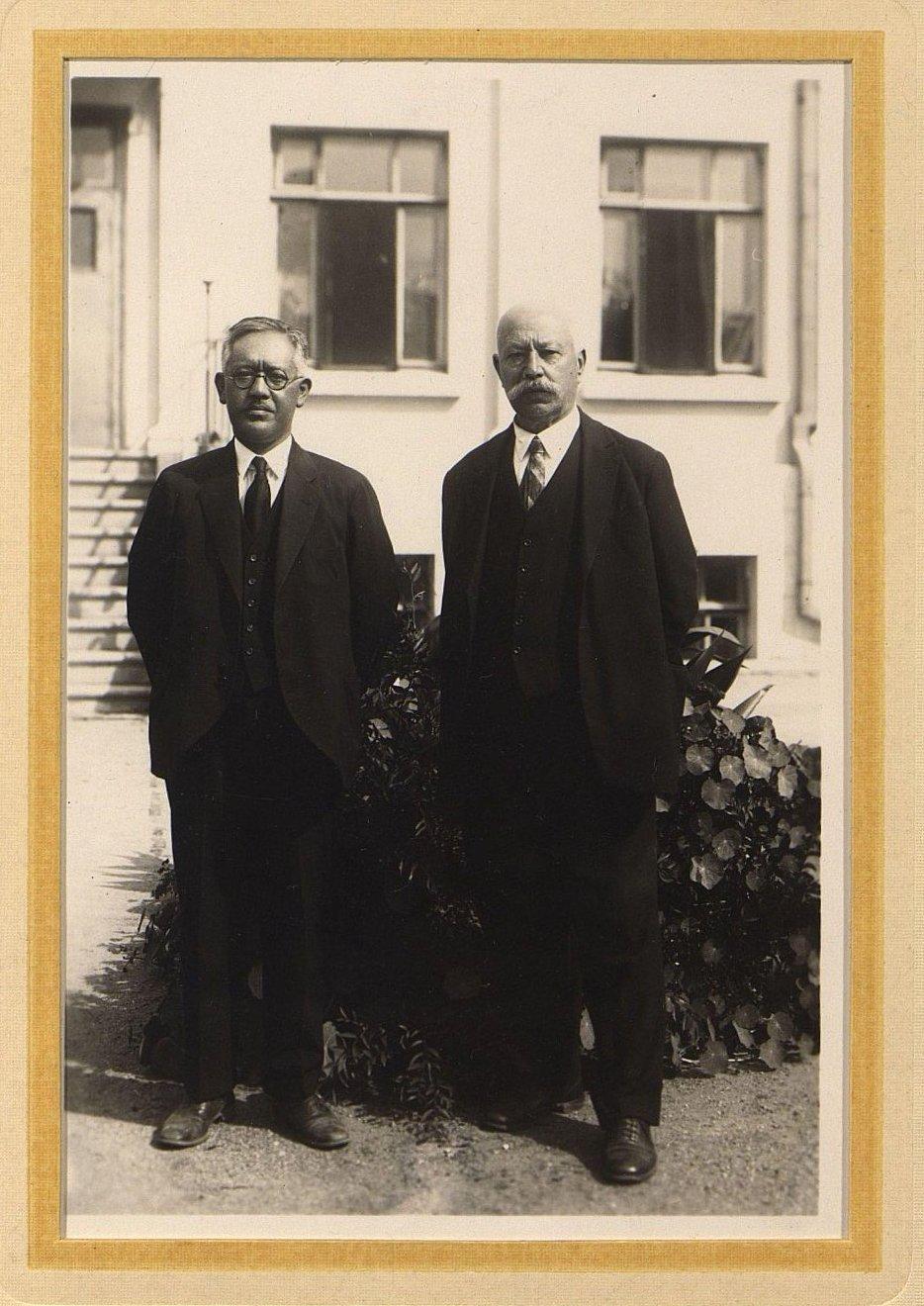 1920-1930-е. Пётр Каспарович Межак (справа). Харбин