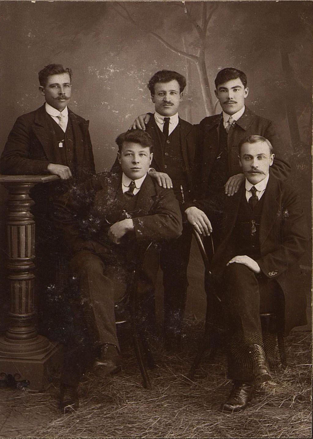 07. Рабочие депо Бодайбинской железной дороги. 1916