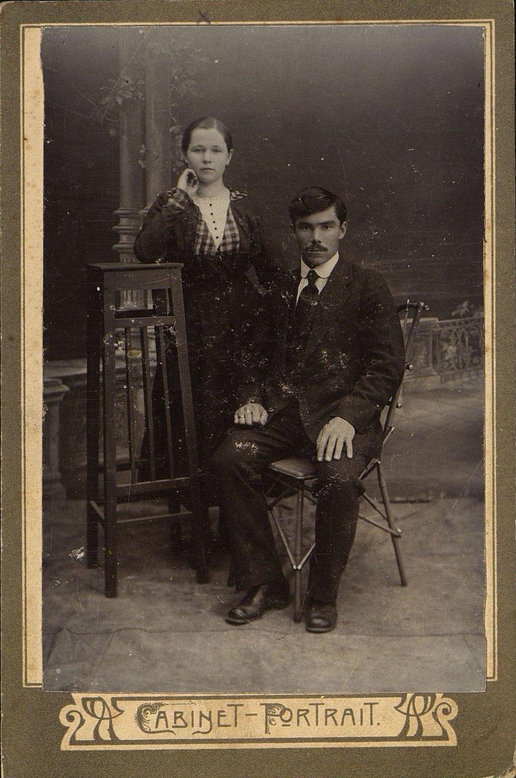 12. Чазов Иван Васильевич и его жена Клавдия Николаевна. 1918