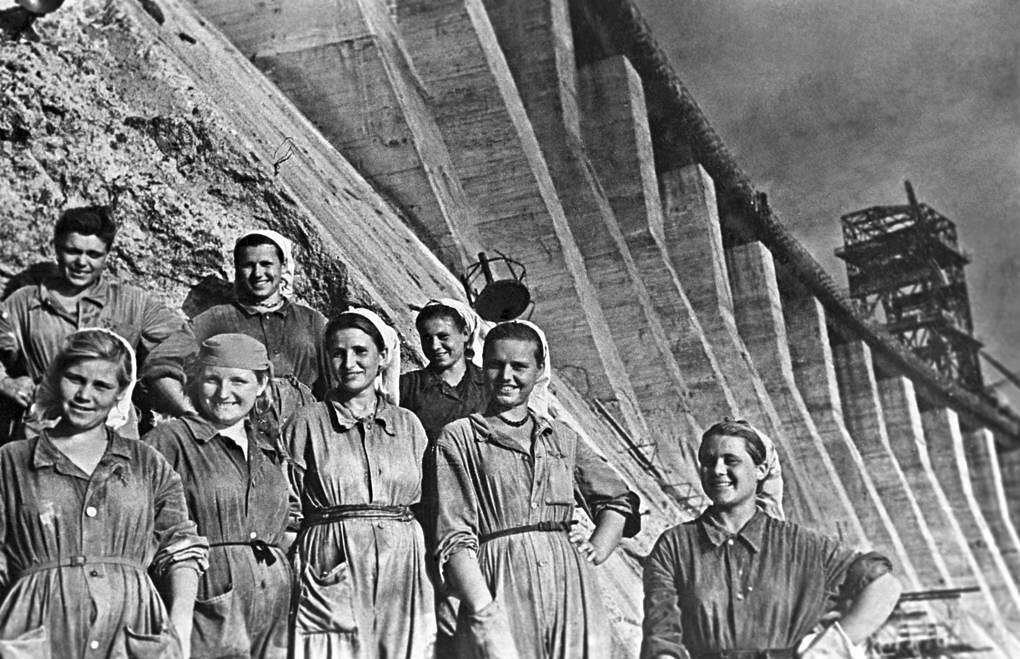 Строители Днепрогэса, 1947 год
