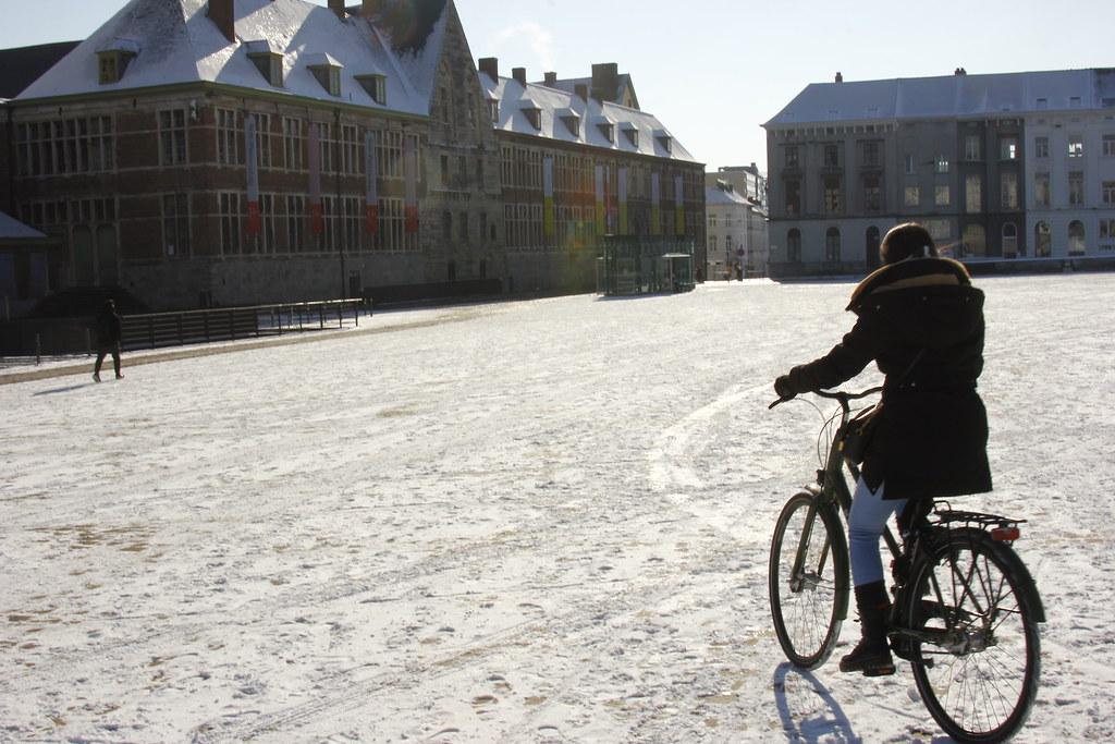Nieve y bicicleta en Gante