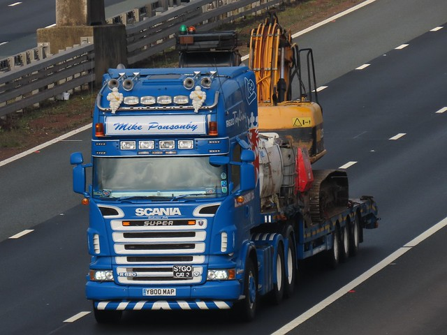 Mike Ponsonby, Scania R620 V8 (Y800MAP) On The A1M Southbound