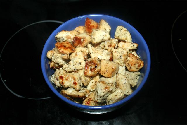18 - Put fried chicken aside / Gebratene Hähnchenwürfel bei Seite stellen
