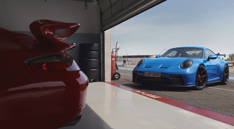 2022-Porsche-911-GT3-12