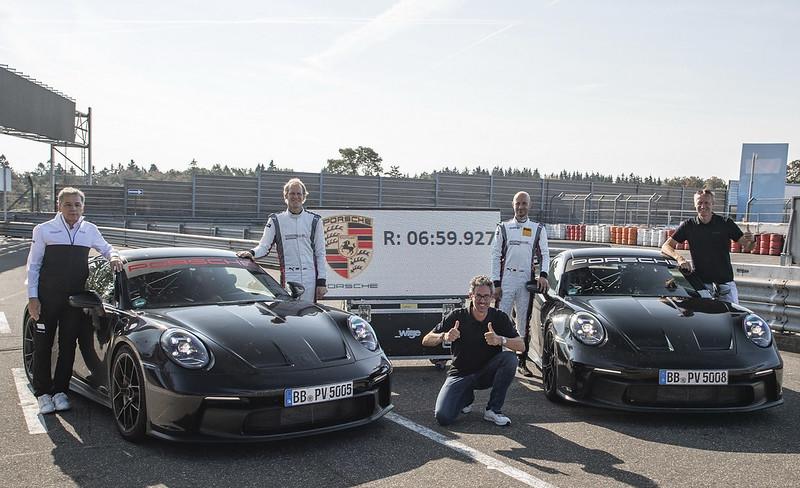 2022-Porsche-911-GT3-11