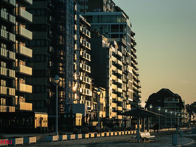 Soleil couchant sur façades