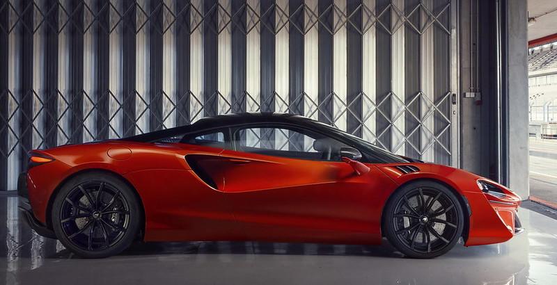 McLaren-Artura (4)