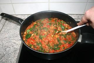 35 - Stir & wilt spinach / Spinat verrühren & zusammenfallen lassen