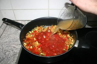 29 - Add chicken broth / Hühnerbrühe addieren