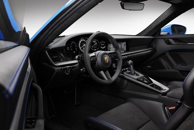 2022-Porsche-911-GT3-24