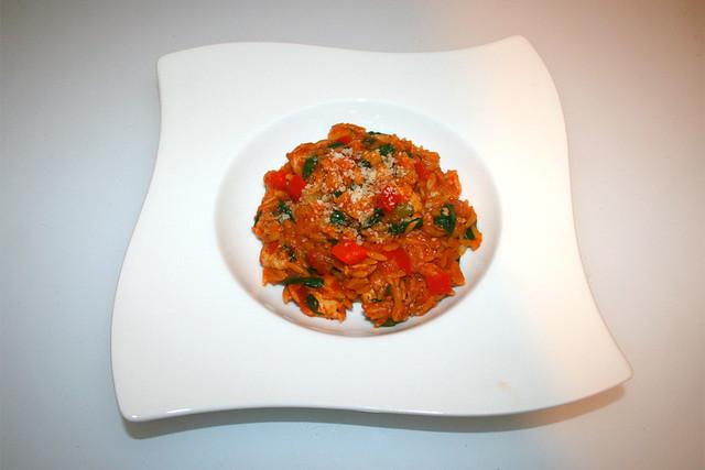 39 - Italian risoni vegetable pan with marinated chicken - Served  / Italienische Gemüse-Risoni-Pfanne mit mariniertem Hähnchen  - Serviert