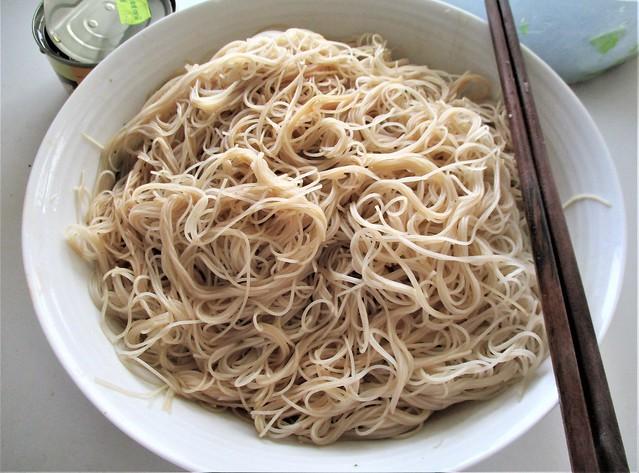 Bihun, sauce added