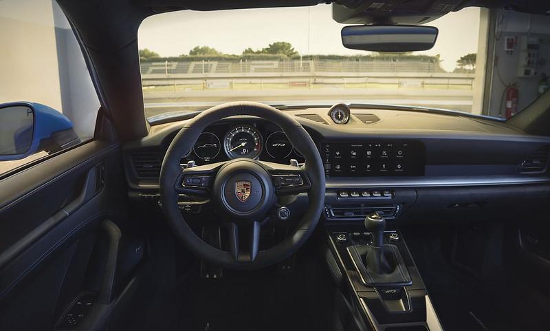 2022-Porsche-911-GT3-08