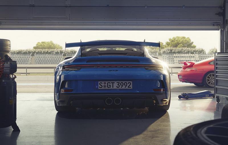 2022-Porsche-911-GT3-13