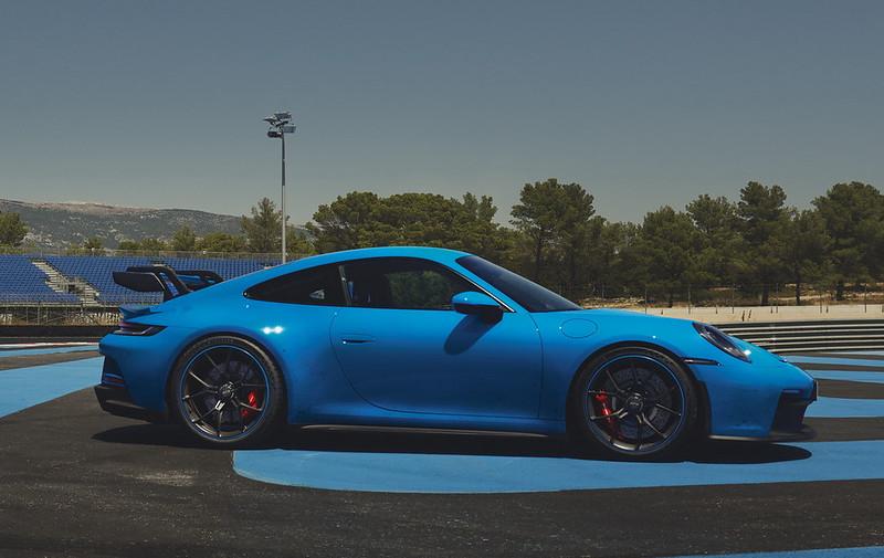 2022-Porsche-911-GT3-22