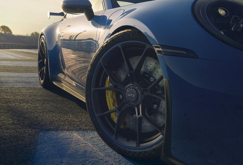 2022-Porsche-911-GT3-14