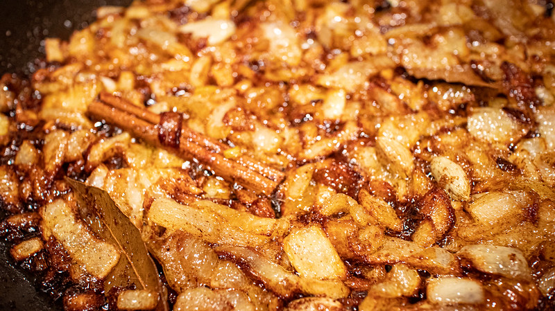 Onions, Cinnamon, Cardamom, Cloves, Chilli, Bay Leaves