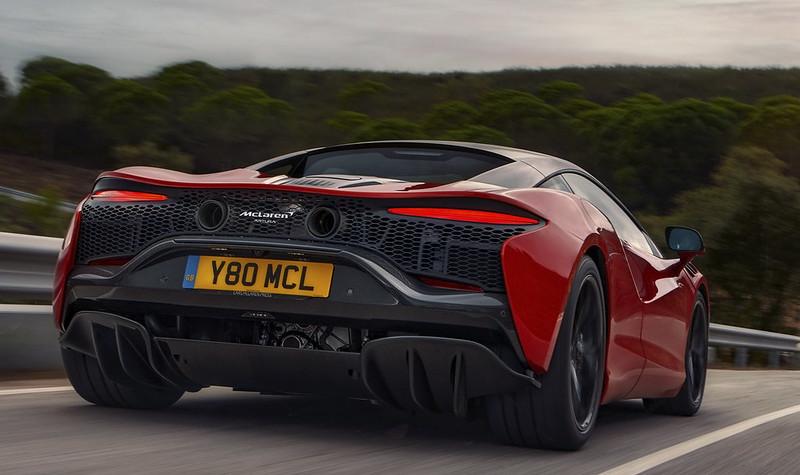 McLaren-Artura (6)