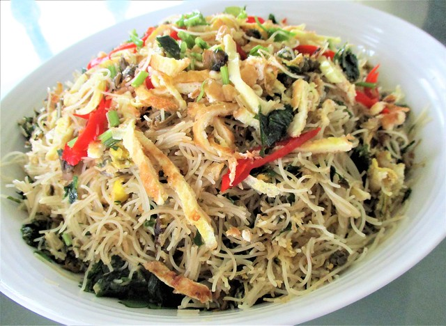 Fried bihun with canned clams & soy sauce & cangkok manis