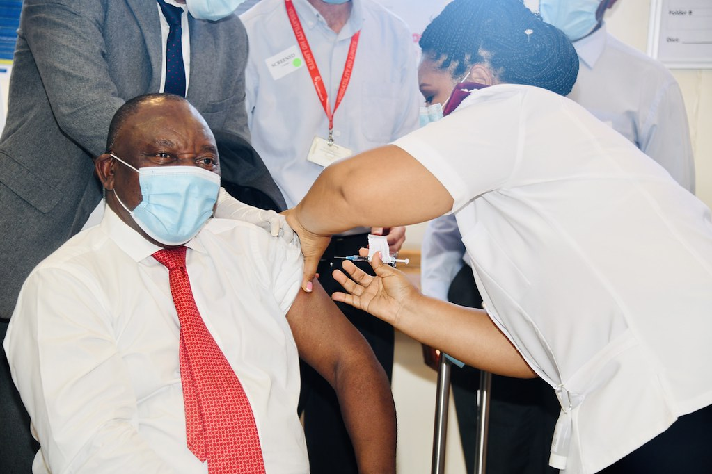 President Cyril Ramaphosa joins healthcare workers to rece… | Flickr