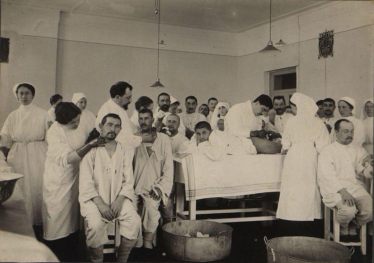 В перевязочной госпиталя. Смоленск. 1914