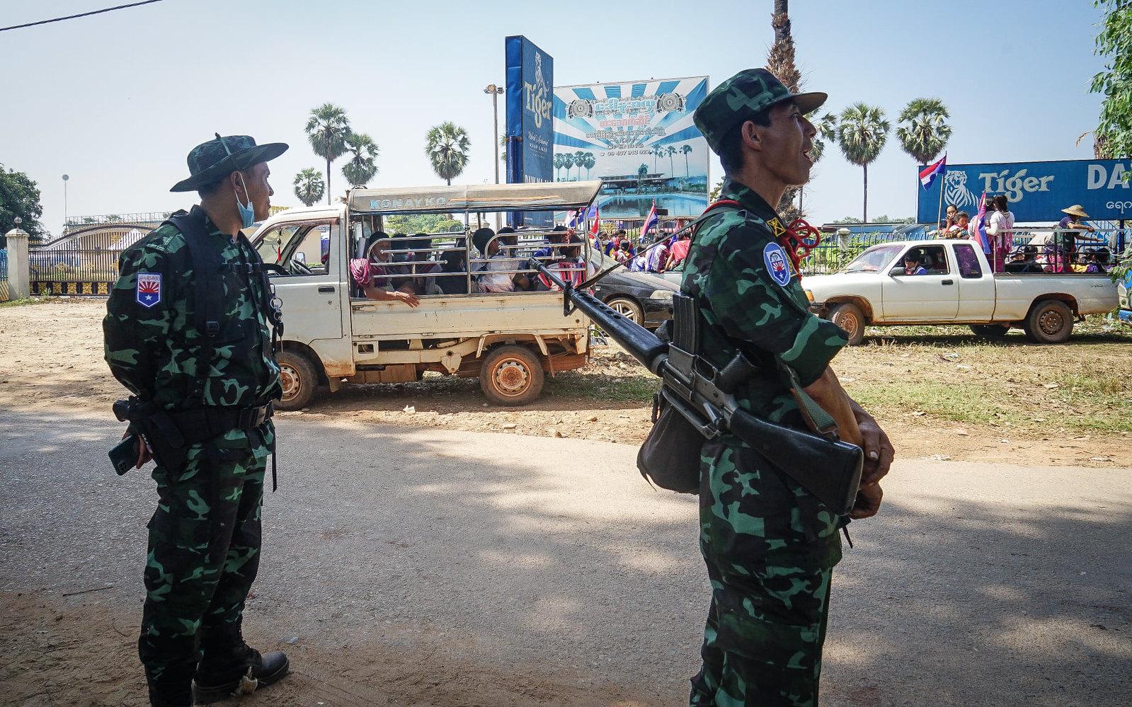 ทหารกะเหรี่ยง KNU กองพล 6 ออกมาคุ้มกันประชาชน