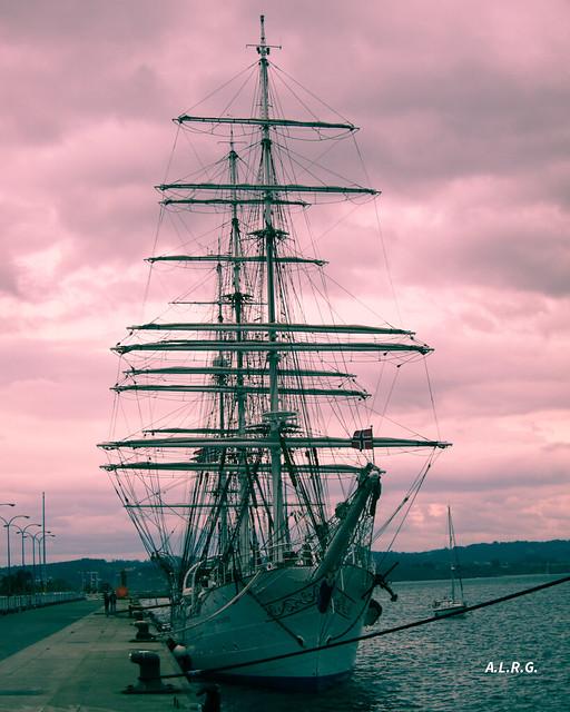 Buque escuela noruego Christian Radich, en el puerto de La Coruña