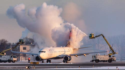 msp delta boeing 737 deicing deltaairlines kmsp minneapolisstpaulinternationalairport mspairport polarvortex n860dn winter cold sunrise steam 737900er b739 737932er