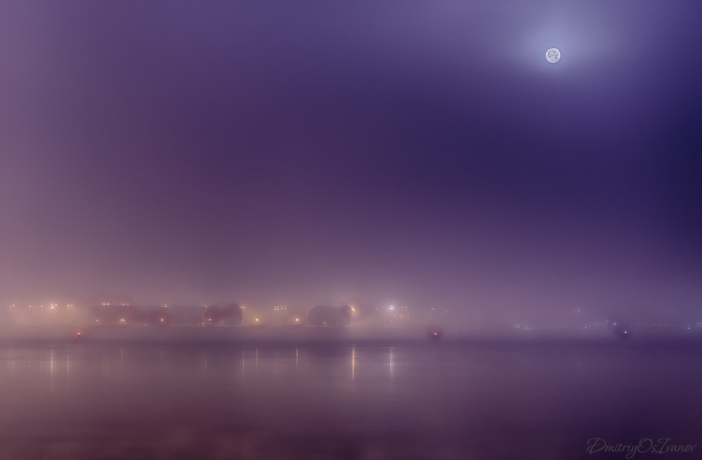 Foggy morning over the Neva River with the moon