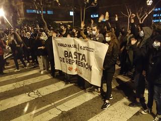 Pancarta de la concentración que reclama el fin de la represión. Imagen: Sergio H. Valgañón