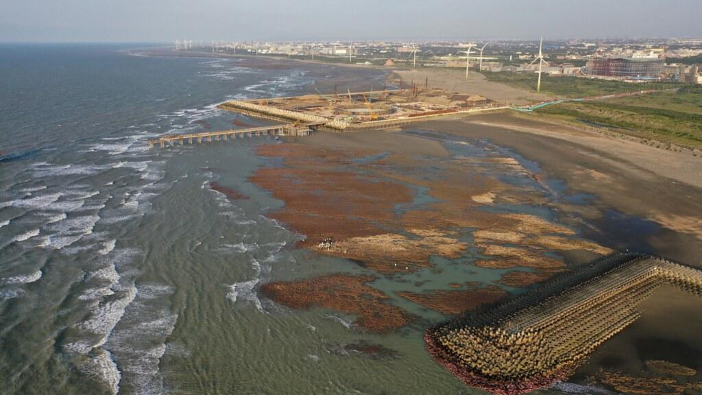 中油三接站在大潭藻礁持續施工