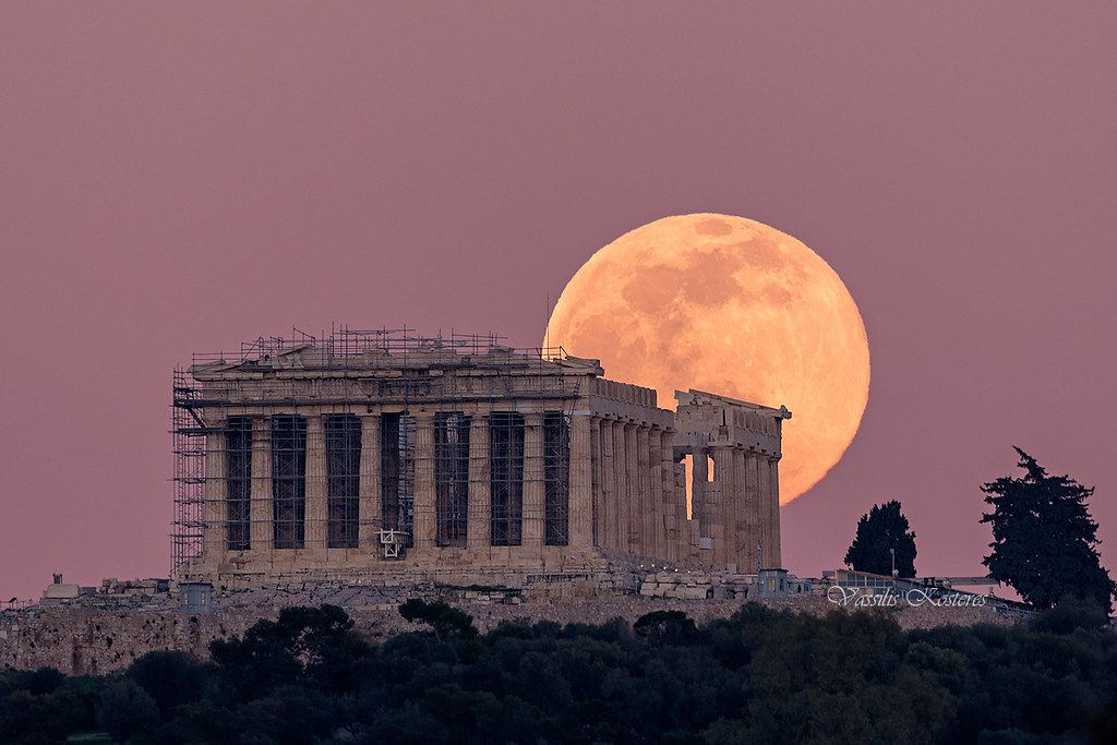 Full Moon rising above the temple of Parthenon Ανατολή Πανσελήνου πάνω απο τον Παρθενώνα