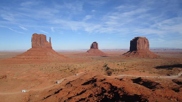 Arizona/Utah - Oljato-Monument Valley: the imposing red rock towers