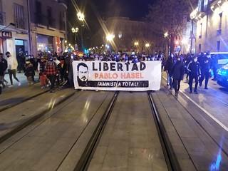 La manifestación a su paso por el Coso. Imagen: Sergio H. Valgañón