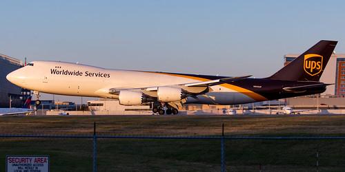 minneapolisstpaulinternationalairport kmsp msp mspairport n605up b748 ups upsairlines ups2560 7478f sunset landing runwaylevel