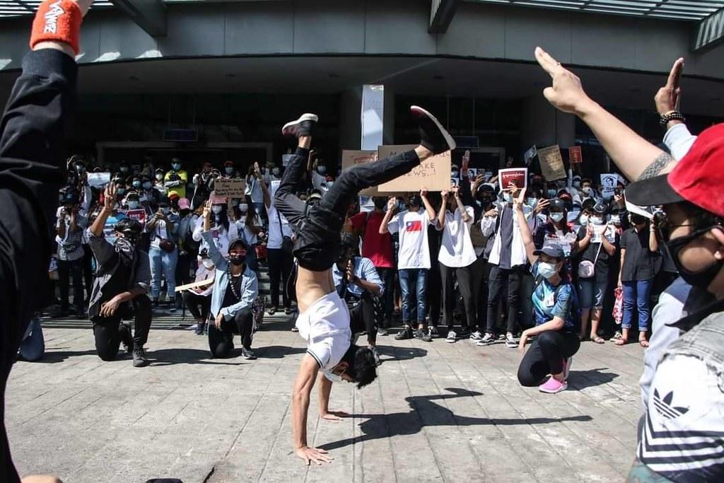 ภาพกิจกรรมที่คนรุ่นใหม่แสดงออกซึ่งการประท้วงรัฐประหารพม่า