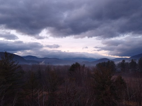 mountains landscape scenery scenic clouds sky nature outdoor wilderness newhampshire whitemountains mtwashington view northconway newengland woods trees forest dusk sunset evening panorama panoramico veduta paesaggio bosco foresta alberi montagne monti cielo nuvole sera crepuscolo orizzonte horizon distant