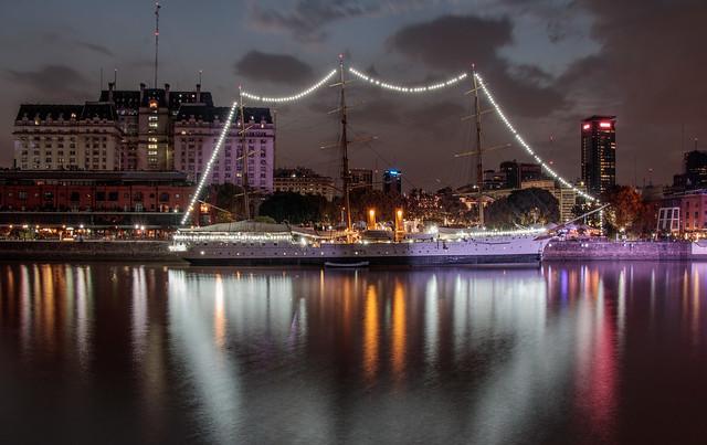 Puerto Madero Nocturna