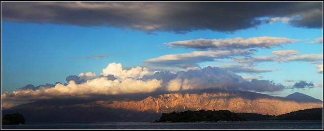 Cymylau'r Hwyr, Ynys Levkada, Groeg / Evening Clouds, Levkada, Greece / Nuages crépusculaires, Île de Levkada, Grèce / Wolken der Abenddãmmerung, Insel Levkada, Griechenland