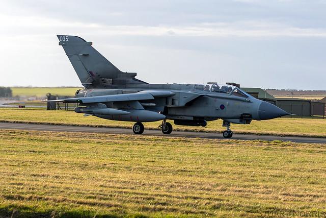 Tornado GR4 ZA542 / 035 - RAF Marham