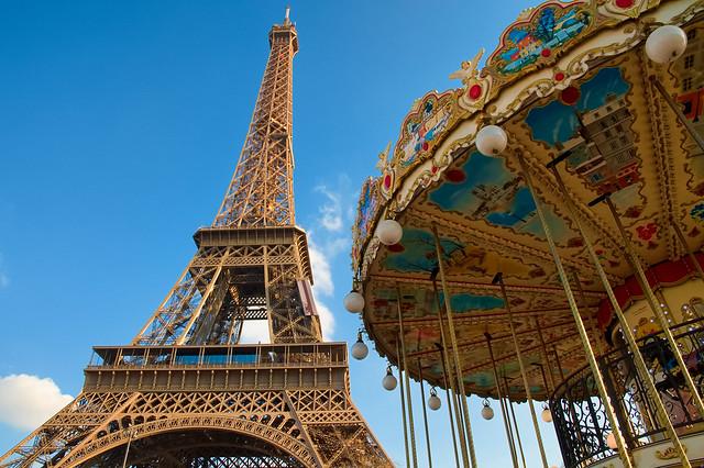 La Tour Eiffel et le caroussel - Paris - France  (On Explore)