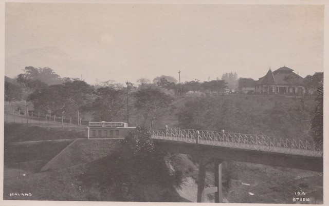 Malang - Road to Protestant School, 1930