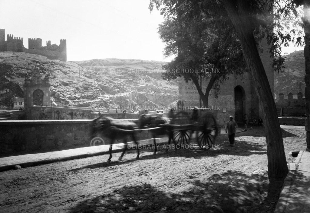Puente de Alcántara hacia 1924. Fotografía de Francis Rowland Yerbury hacia 1924 © Architectural Association School of Architecture, signatura SPRMN621-2