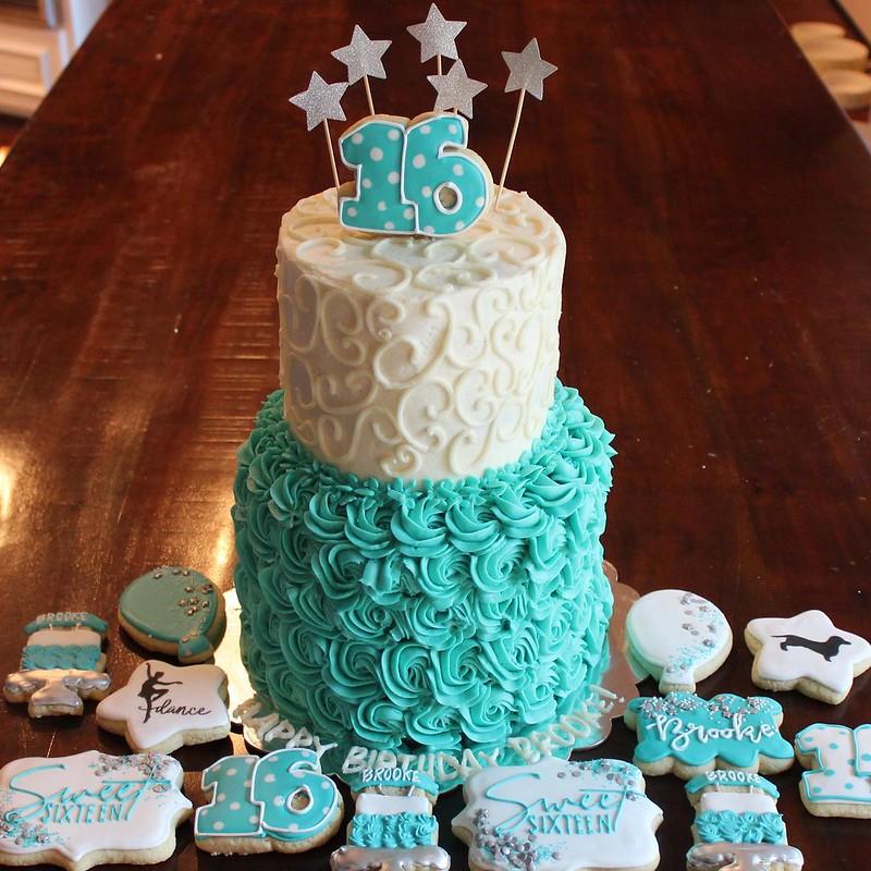 Cake by MokiCake