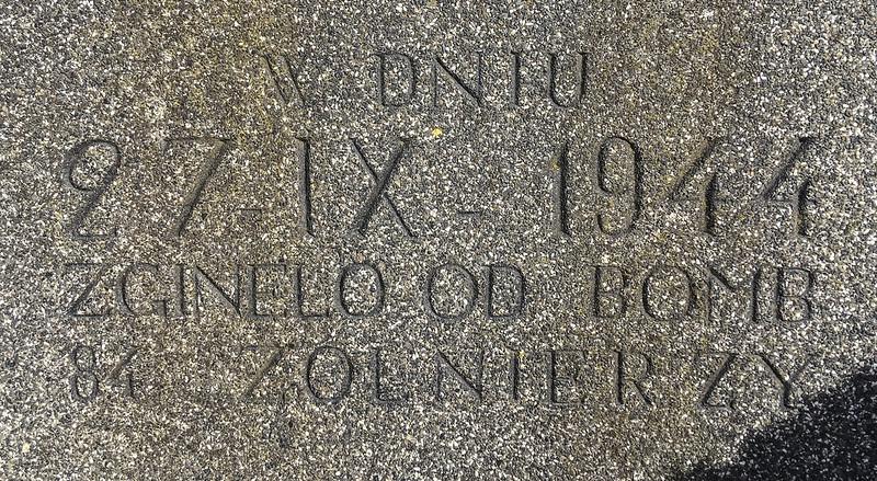 Inschrift auf Kriegsgräberdenkmal in Dössel