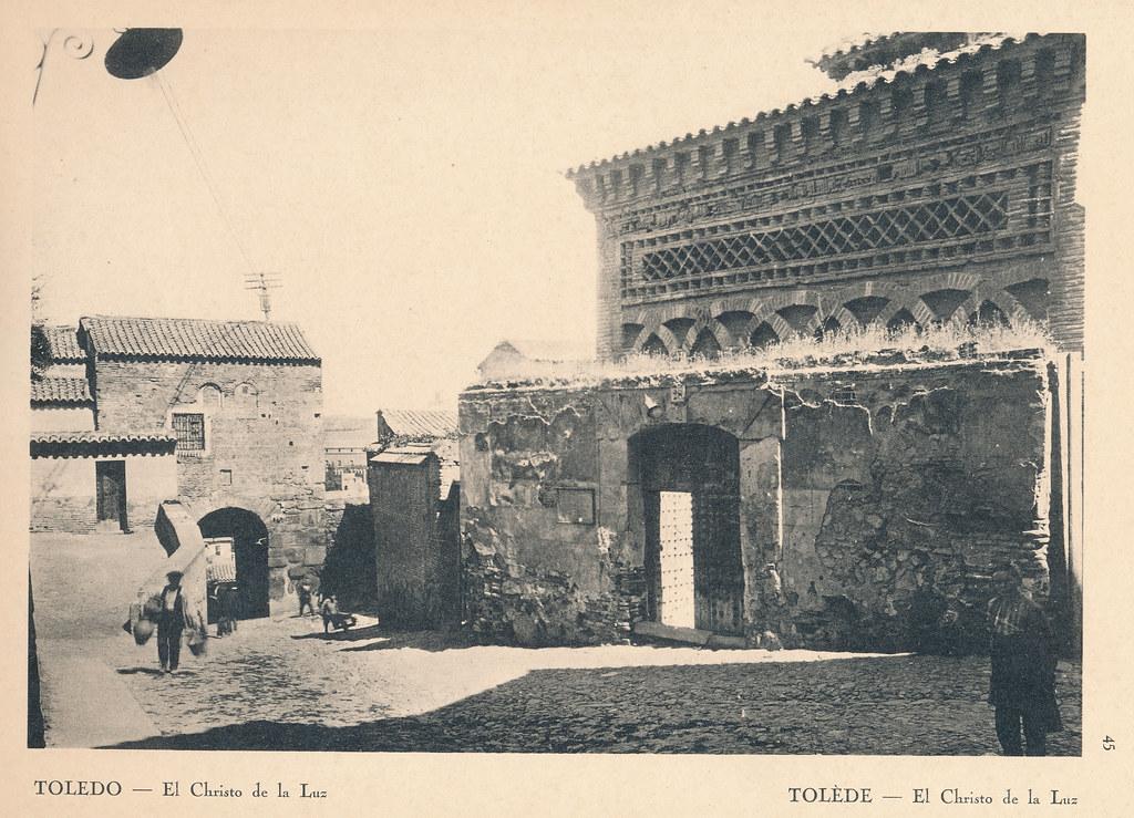 """Mezquita del Cristo de la Luz en Toledo en septiembre de 1924. Fotografía de F. R. Yerbury publicada en 1925 en """"Lesser known architecture of Spain"""". Colección de Eduardo Sánchez Butragueño."""