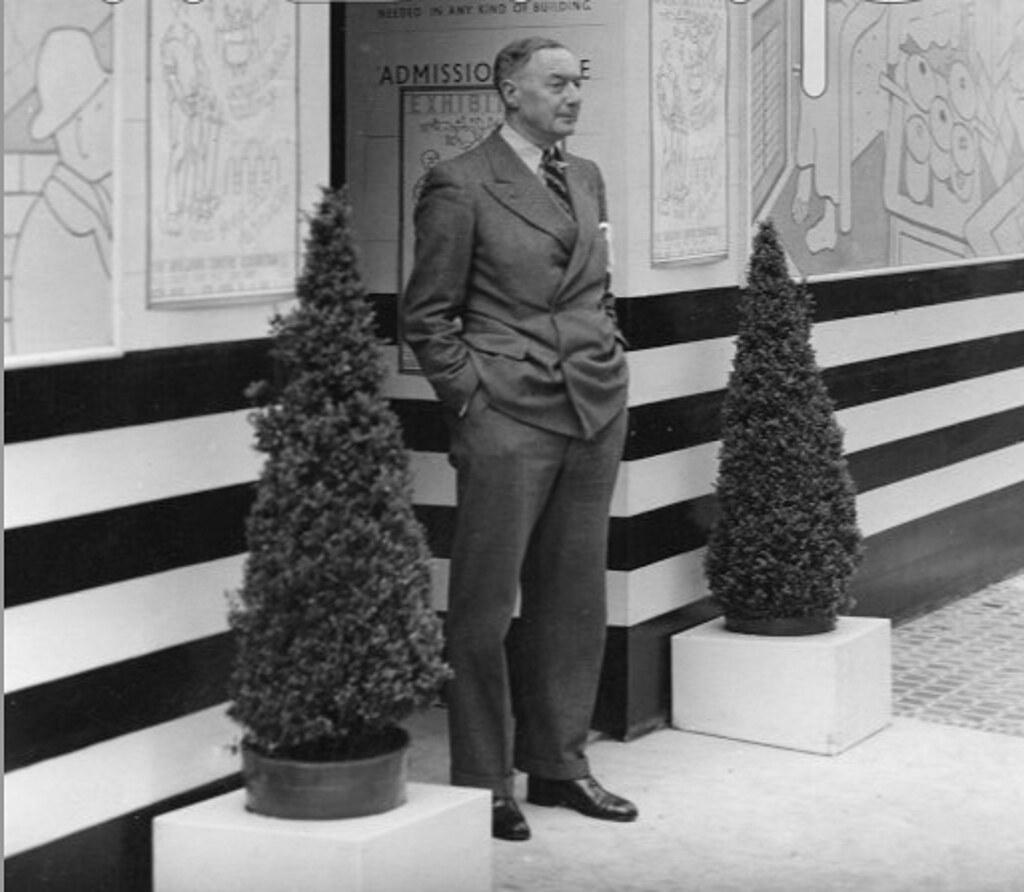 F. R. Yerbury en 1930 en el Building Centre, 158 New Bond Street, Londres